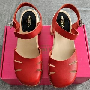NIB Swedish Hasbeens Baskemolla Ankle Strap Clogs